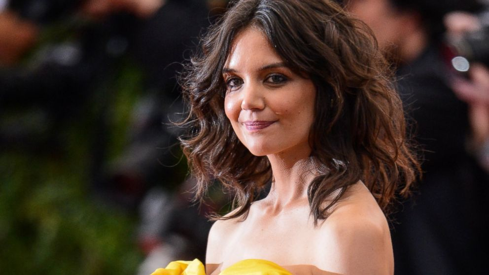 PHOTO: Actress Katie Holmes enters the Metropolitan Museum of Art on May 5, 2014 in New York City.