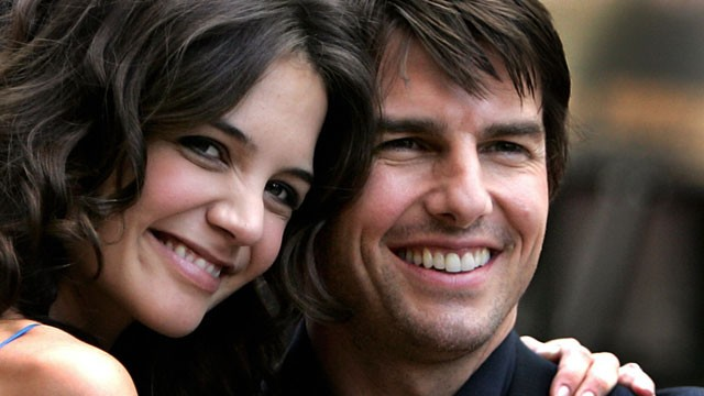 PHOTO: Actor Tom Cruise arrives with his girlfriend Katie Holmes in London's Leicester Square for the UK premiere of his new movie War of the Worlds, 19 June, 2005.