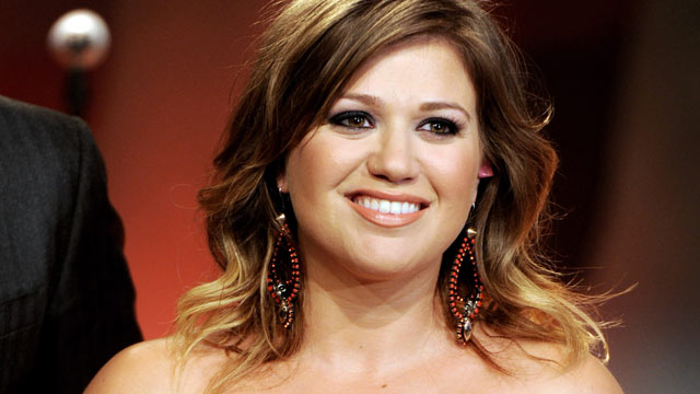 PHOTO: Singer Kelly Clarkson appears on the Tonight Show With Jay Leno, Sept.20, 2011 in Burbank, California.