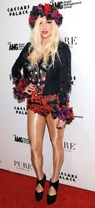 Ke$ha's Wacky Floral Look