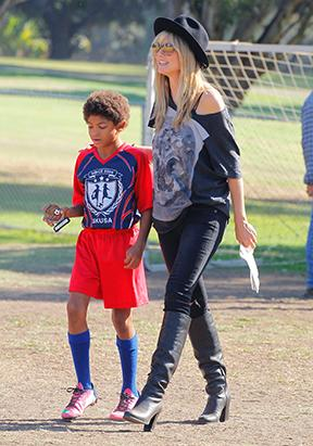Heidi Klum: Stylish Soccer Mom!