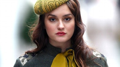PHOTO: Leighton Meester films &quot;Gossip Girl&quot; on the streets of Manhattan, Oct. 31, 2011 in New York City.