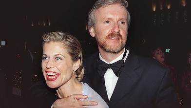 PHOTO: Director James Cameron and wife, actress Linda Hamilton, at the 70th Annual Academy Awards on March 23, 1998 in Los Angeles, Calif.