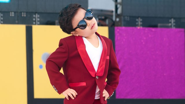 PHOTO: Hwang Min-Woo performs onstage during  A Walk With The Stars at Olympic Park on Nov. 17, 2012 in Seoul, South Korea.