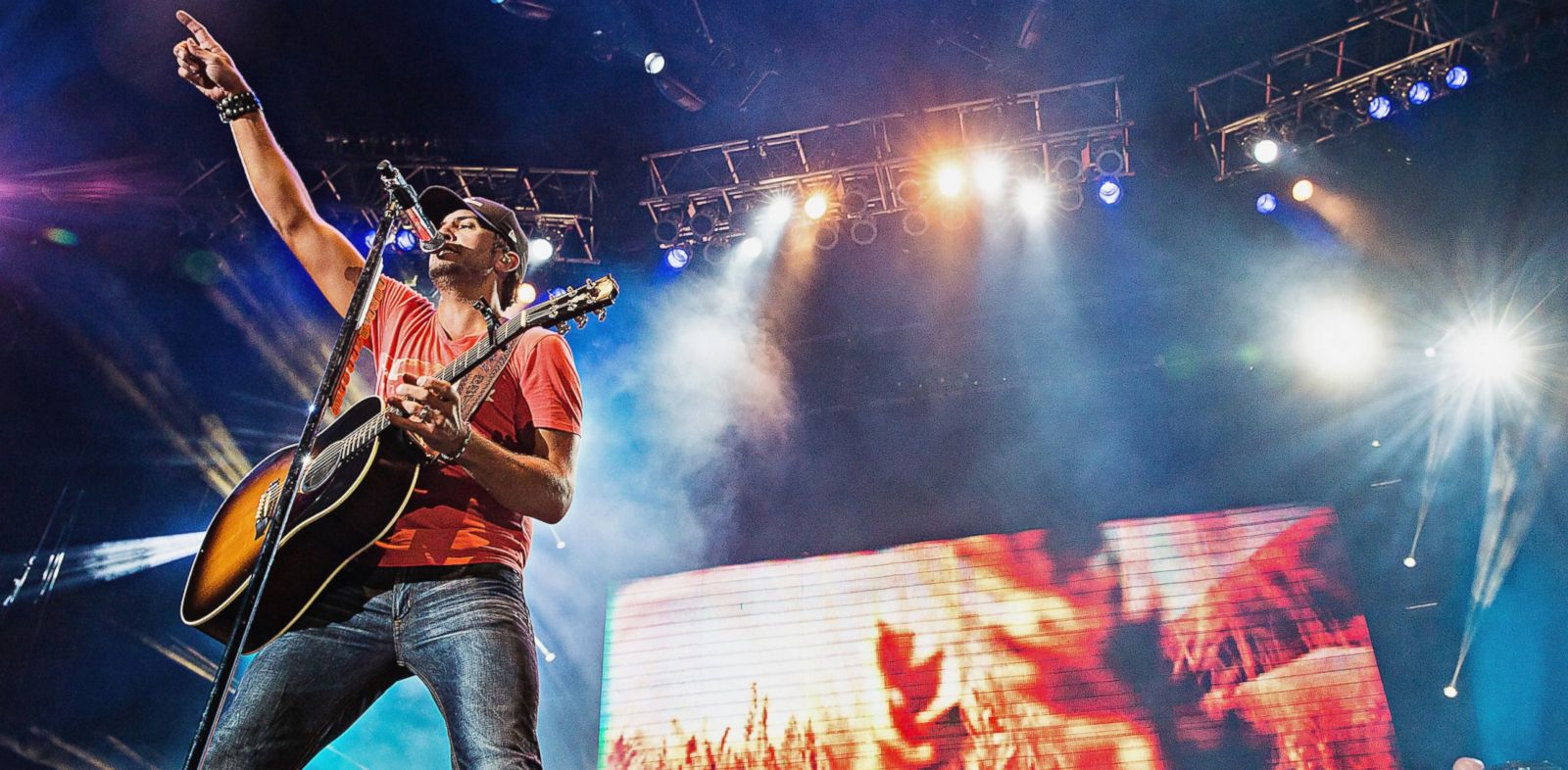 PHOTO: Luke Bryan performs at the Gorge Amphitheater during the Watershed Music Festival, Aug. 2, 2013, in George, Wash.