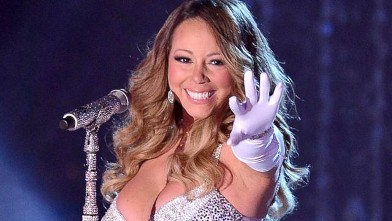 Mariah Carey Gets Into the Holiday Spirit
