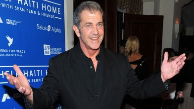 PHOTO: Actor Mel Gibson arrives at the Cinema For Peace event benefiting J/P Haitian Relief Organization held at Montage Hotel, Jan. 14, 2012 in Los Angeles.