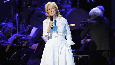 PHOTO: Meryl Streep performs during the 2012 Concert for the Rainforest Fund at Carnegie Hall, April 3, 2012 in New York City.
