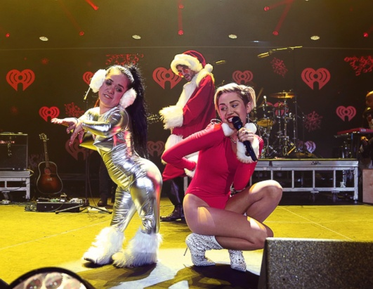 Miley Cyrus Twerks (As Santa!)