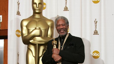 PHOTO: Actor Morgan Freeman poses with his &quot;Best Actor in a Supporting Role&quot; award for his performance in &quot;Million Dollar Baby&quot; backstage during the 77th Annual Academy Awards on February 27, 2005 at the Kodak Theater in Hollywood, California.