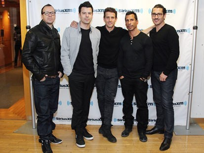 Mark Wahlberg Brothers And Sisters Jonathan knight leaves stage