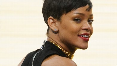 PHOTO: Rihanna attends a basketball game between the New York Knicks and the Los Angeles Lakers at Staples Center on December 25, 2012 in Los Angeles, Calif.