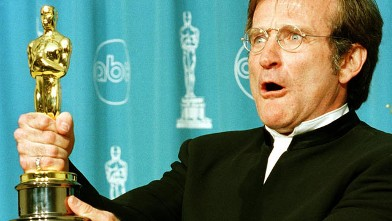 PHOTO: Actor Robin Williams holds the Oscar he won for Best Supporting Actor for his role in &quot;Good Will Hunting&quot; during the 70th Annual Academy Awards on March 23, 1998 in Los Angeles, CA.
