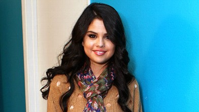 PHOTO: Selena Gomez visits Elvis Duran, April 26, 2012 in Los Angeles, California.