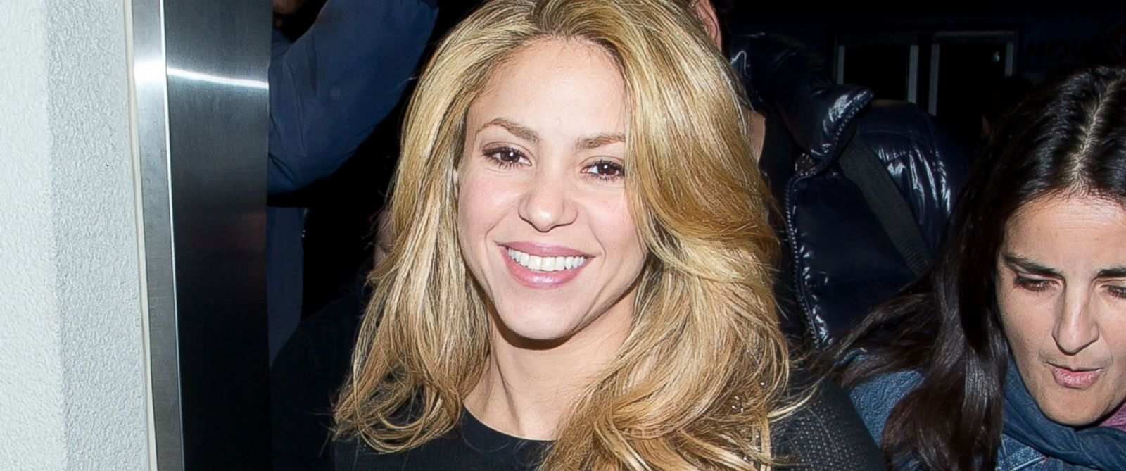 PHOTO: Shakira is seen arriving at LAX airport on Dec. 8, 2013 in Los Angeles, Calif.