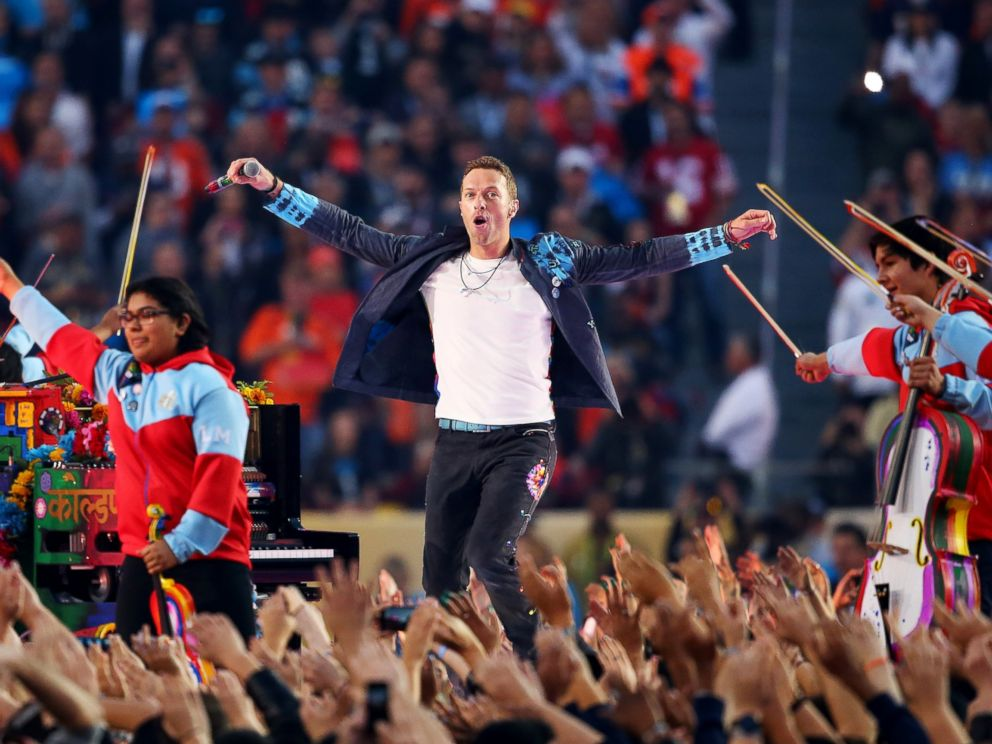 PHOTO: Chris Martin of Coldplay performs during the Pepsi Super Bowl 50 Halftime Show at Levis Stadium on Feb. 7, 2016 in Santa Clara, Calif.
