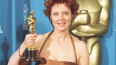 "PHOTO: Susan Sarandon, the winner of Best Actress for her role as Sister Helen Prejean in ""Dead Man Walking,"" poses with her Oscar at the 68th annual Academy Awards on March 25, 1995 at the Dorothy Chandler Pavilion in Los Angeles."
