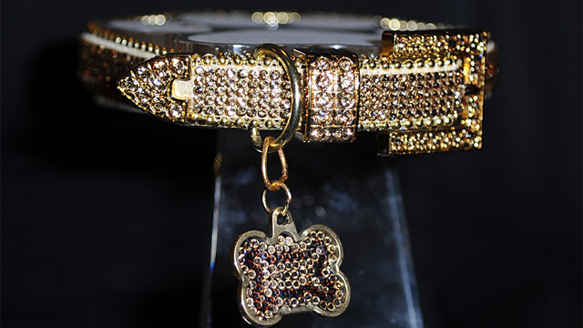 PHOTO: Swarovski crystal dog collar