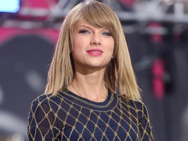 PHOTO: Taylor Swift performs live in Times Square on Good Morning America, Oct. 30, 2014.