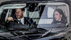 'PHOTO: Prince Harry and actress Meghan Markle during an official photocall to announce their engagement1_b@b_1The Sunken Gardens1_b@b_1Kensington Palace on Nov. 27, 2017 in London.' from the web at 'http://a.abcnews.com/images/Entertainment/harry-markle2-pol-ml-171220_16x9t_240.jpg'