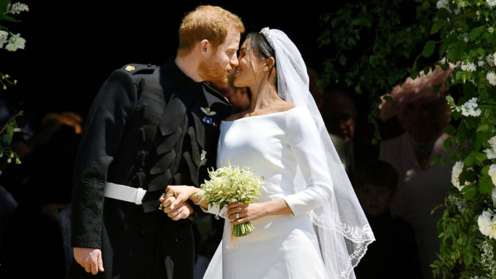 http://a.abcnews.com/images/Entertainment/harry-meghan-kiss-royal-wedding-ap-jef-180519_hpMain_16x9_992.jpg