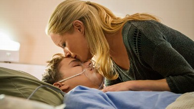 PHOTO: &quot;The Christmas Heart&quot; on Hallmark. Teri Polo stars as Ann Norman, a suburban mom whose life is changed in an instant when her teenage son has a heart attack and is in desperate need of a heart transplant.