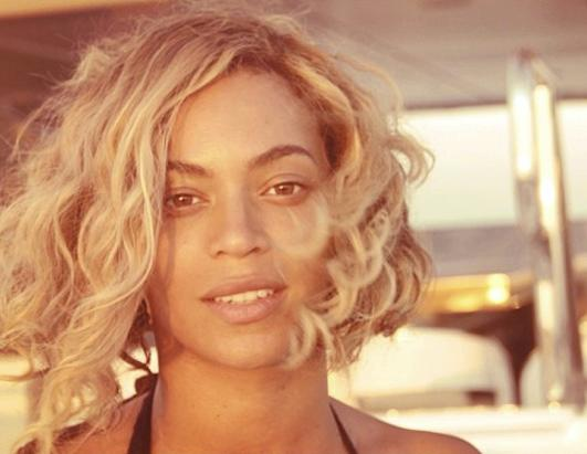 Beyonce Goes Bare-Faced to the Beach