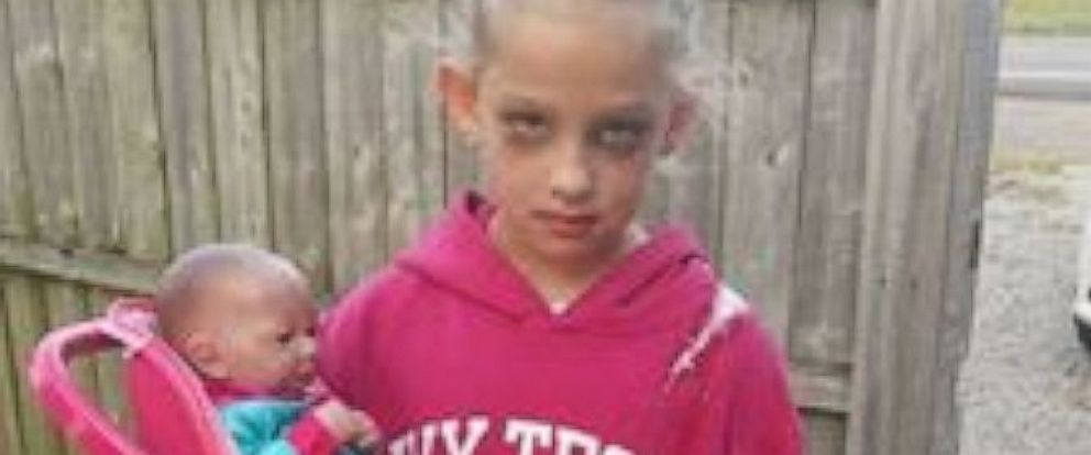 7-Year-Old Girl Nails Halloween Costume as a Mom - ABC News