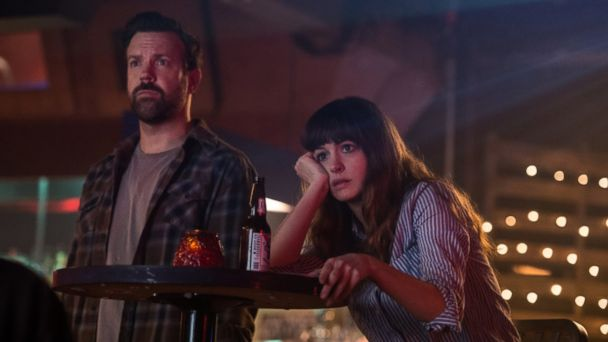 PHOTO: Jason Sudeikis and Anne Hathaway in 'Colossal.'