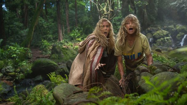 PHOTO: Amy Schumer and Goldie Hawn star in 'Snatched'.