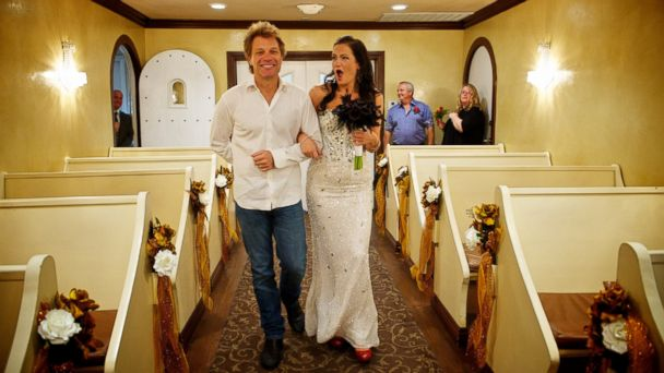 ht Bon Jovi Las Vegas bride ll 131014 16x9 608 Jon Bon Jovi Walks Bride Down the Aisle in Las Vegas