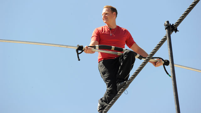 PHOTO: Daredevil Nik Wallenda practices for his June 15 walk across Niagra Falls.