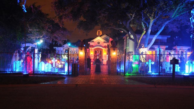 PHOTO: Dr. Paul Duryea, an orthodontist in Palm Harbor, Fla., decorates his house to entertain his clients for charity.