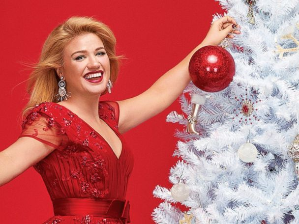 ht Kelly Clarkson parade cover ll 131122 4x3 608 Kelly Clarkson: I Was Pathetically Alone for Nearly 7 Years