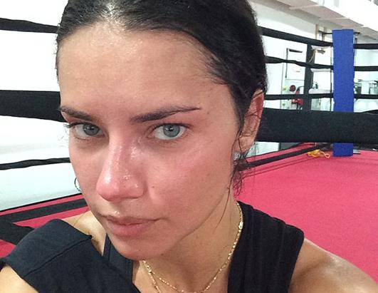 Victoria's Secret? Adriana Lima Stuns Make Up Free