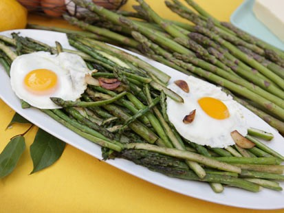 Fabio Viviani's asparagus recipes is shown here.