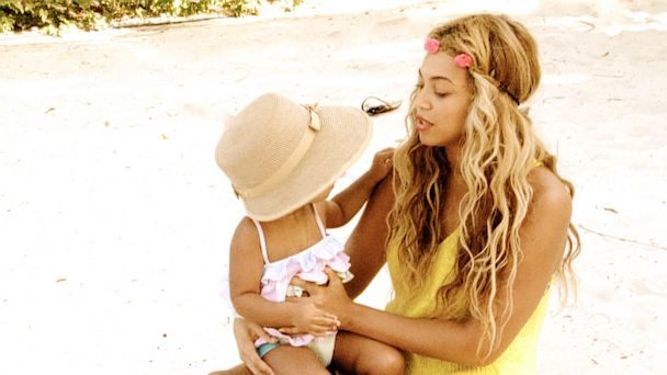 ht beyonce 1 mi 130729 16x9 608 Beyonce Shows Off Baby Photos