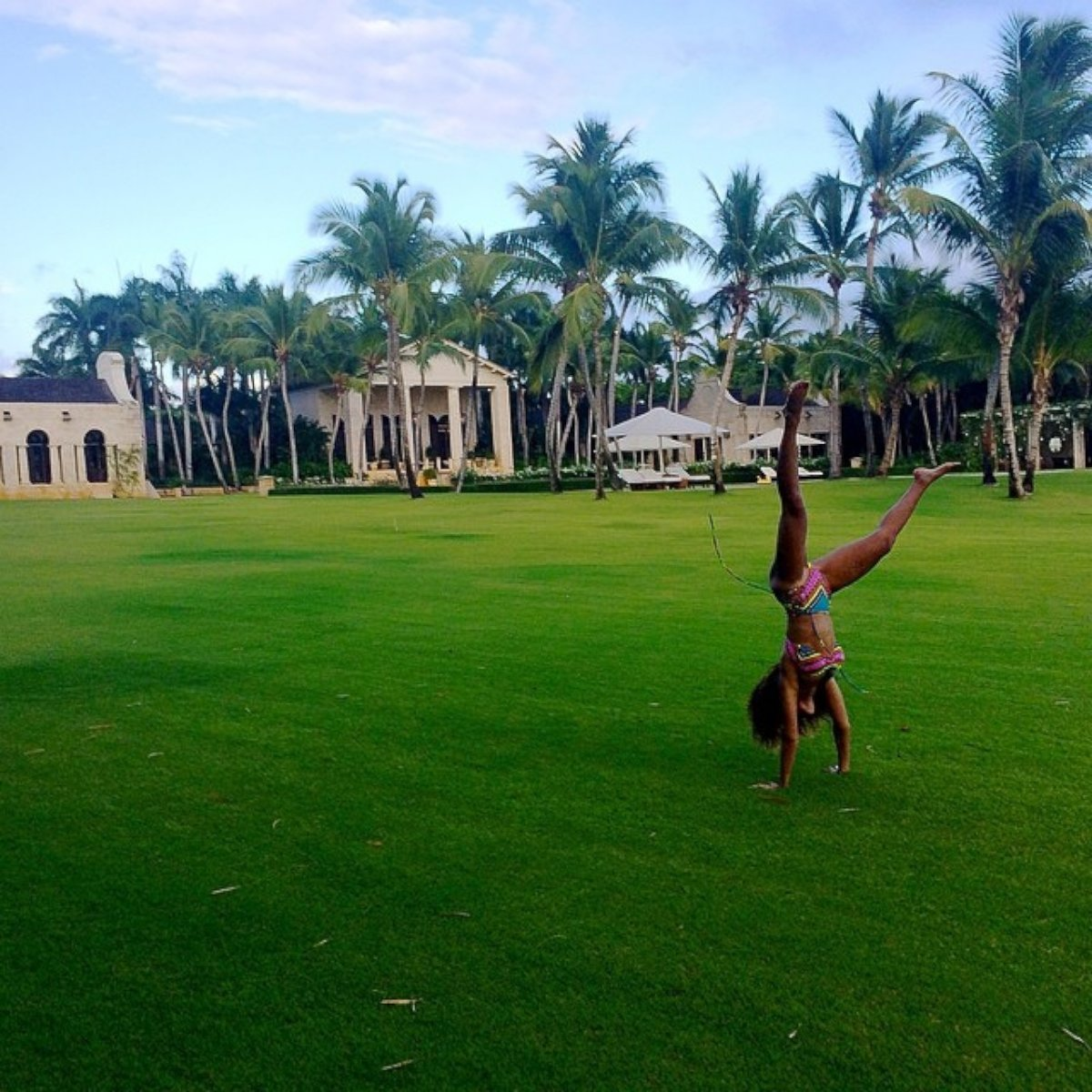 Beyonce Shows Off Her Body By Doing Cartwheels!