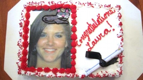 ht cake 2 mi 130617 wblog Bakers Graduation Cake Mix Up Ends in Purr fect Mistake