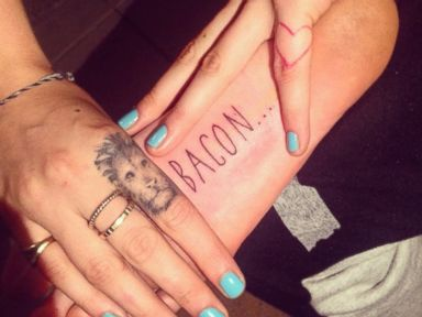 Which Supermodel Just Got Bacon ? Tatooed on Her Foot?