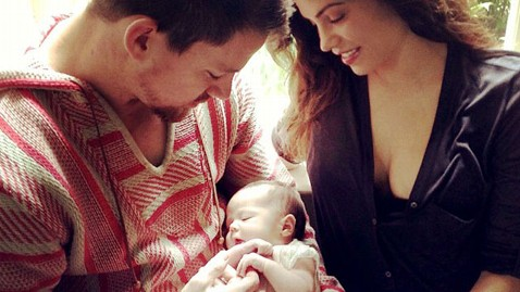 ht channing tatum daughter jef 130617 wblog Channing Tatum and Jenna Dewan Tatum Show Off Baby Everly