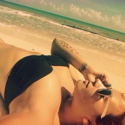 Demi Lovato Posts a 'Healthy' Selfie