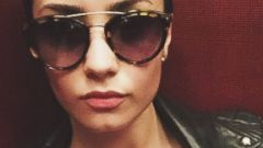 Demi Lovato Goes Undercover In a New Selfie