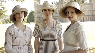 PHOTO: ITV's new costume drama series, Downton Abbey, written and created by Oscar-winning writer Julian Fellowes will star Maggie Smith as Violet, Dowager Countess of Grantham, Hugh Bonneville as Robert, Earl of Grantham and Elizabeth McGovern as Robert'