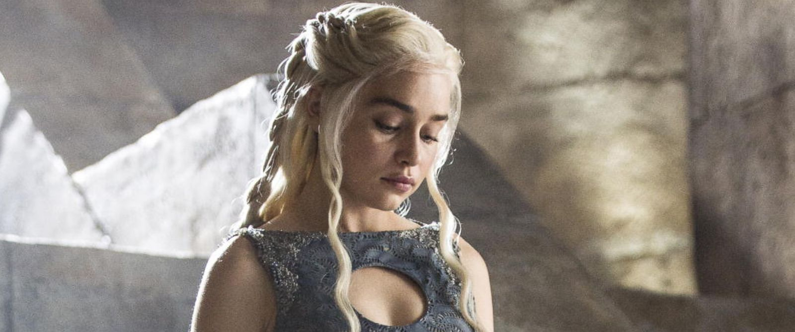 "PHOTO: Emilia Clarke appears as Daenerys Targaryen in HBOs ""Game of Thrones"" episode 40, which aired on June 15, 2014."