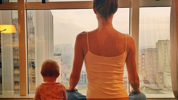 ht gisele bundchen baby yoga pose thg 131002 16x9 608 Gisele Bundchen Does Yoga with Baby Vivian    Adorable Photos