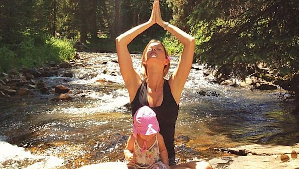 ht gisele bundchen yoga kid 2 thg 131002 16x9 608 Gisele Bundchen Does Yoga with Baby Vivian    Adorable Photos