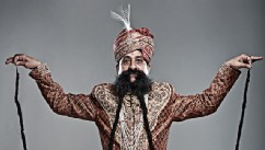 PHOTO:'Guinness Records' Profiles Wacky Celebs Across the Globe