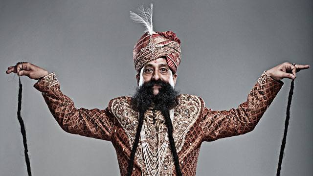 PHOTO: 'Guinness Records' Profiles Wacky Celebs Across the Globe