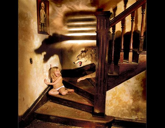 Photographer Uses Family To Recreates Horror Movie Scenes